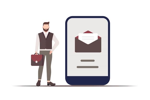 Бизнесмен стоит рядом со смартфоном