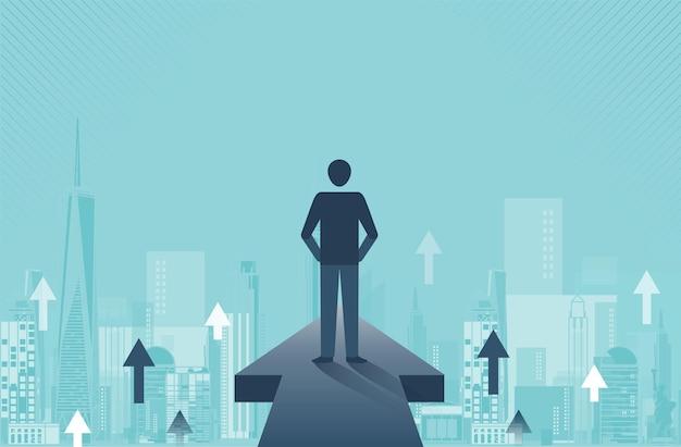 화살표가 있는 교차로에 서 있는 사업가 다른 방향과 성공 개념