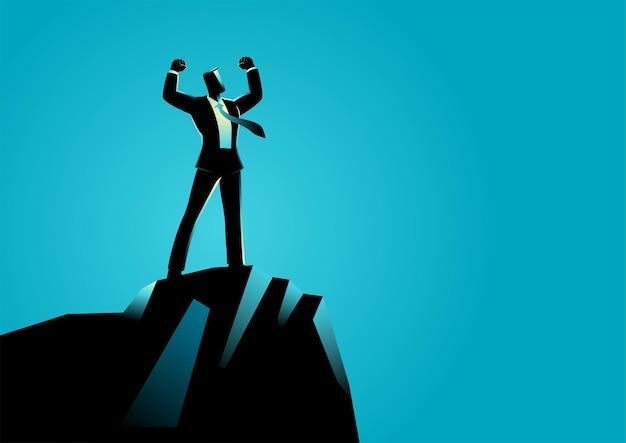 岩の上に立っている実業家