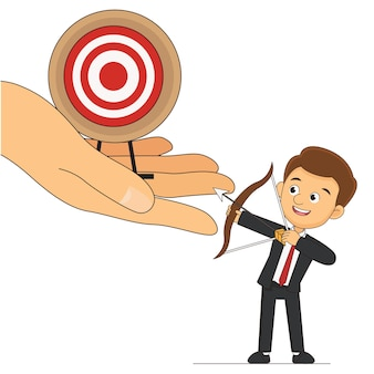 Бизнесмен, стоящий с луком и стрелами, большая цель, чем другая метафора большой цели большой мечты