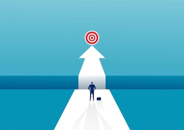 思考で立っているビジネスマンは、成功への道のりで障害の裂け目を克服します。