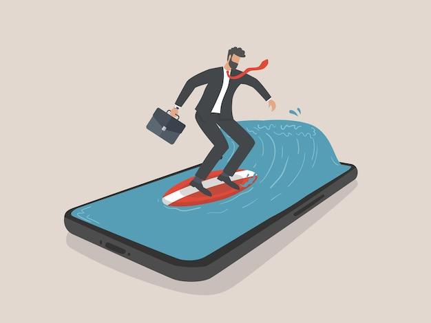Бизнесмен, серфинг со смартфоном, маркетинг и цифровой маркетинг