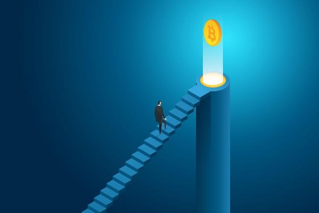 Бизнесмен, поднимающийся по лестнице к криптовалюте bitcoin