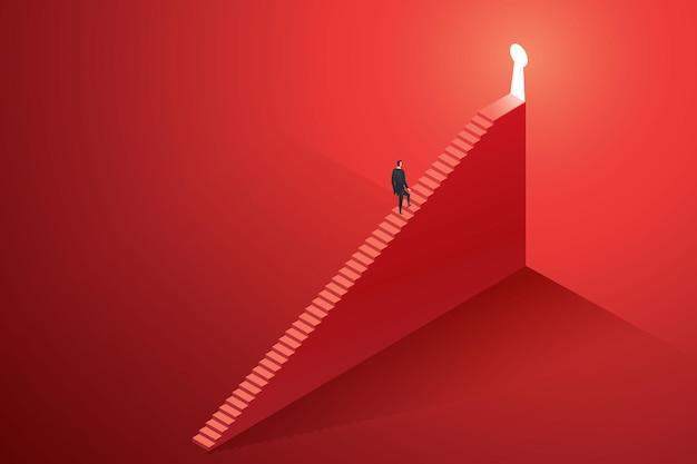 큰 붉은 벽에 빛나는 열쇠 구멍 문으로 계단을 걸어가는 사업가