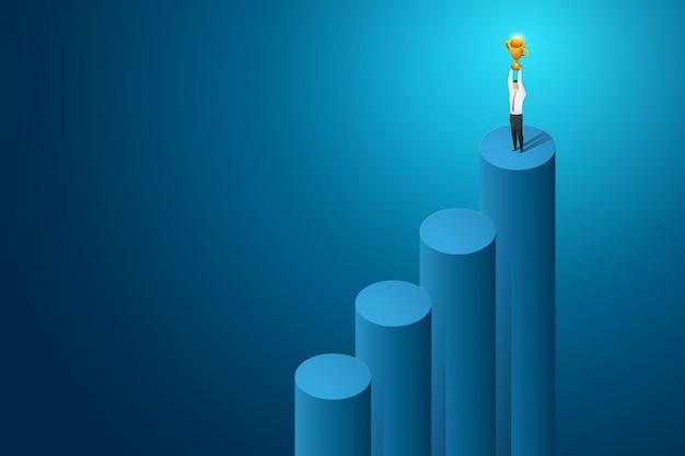 ビジネスマンの勝者と達成の大きなトロフィー。等尺性の概念図