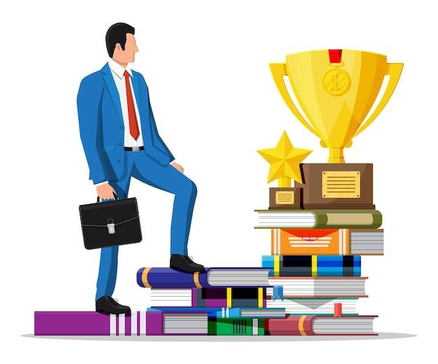 도 서의 스택에 트로피와 함께 사업가입니다. 메달을 가진 사업가입니다. 교육 및 연구. 비즈니스 성공, 승리, 목표 또는 성취. 경쟁의 승리. 벡터 일러스트 레이 션 평면 스타일