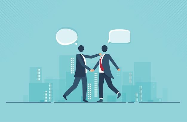 ビジネスマンがソーシャルネットワークについて話し合う商取引ニュースソーシャルネットワークチャットダイアログ