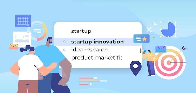 Businesspeope, выбирая инновацию стартапа в строке поиска на виртуальном экране, творческая бизнес-идея, концепция сети интернет