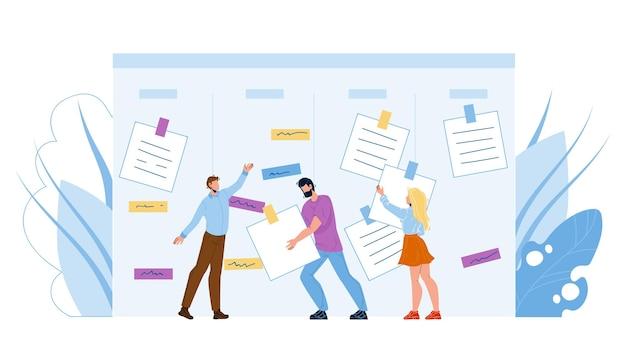Бизнесмены agile, выполняющие задачи работы вектор. мужчины и женщины рабочих agile, принимая к сведению работу со стола. персонажи-сотрудники и липкие бумаги на канбан-доске плоский мультфильм иллюстрации