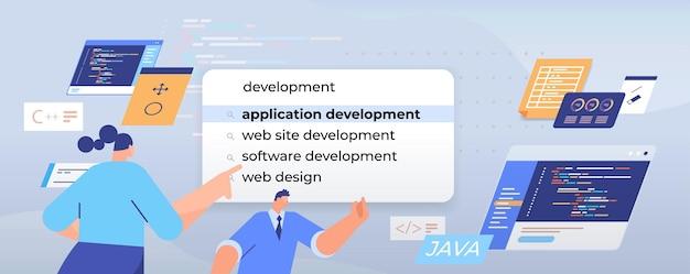 Бизнесмены, выбирающие разработку приложений в панели поиска на виртуальном экране, веб-дизайн, концепция сети интернет, портрет, горизонтальная иллюстрация
