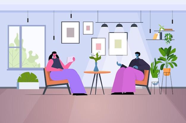 Пара бизнесменов обсуждает во время встречи общение концепция совместной работы горизонтальная полная длина векторные иллюстрации