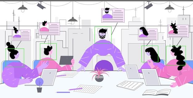 会議とセキュリティ カメラ監視 cctv システムで議論するビジネスマン