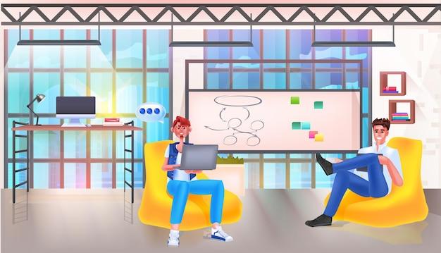 Бизнесмены обсуждают во время встречи чат пузырь общение коллективная работа социальные сети концепция сети офис интерьер горизонтальный векторные иллюстрации