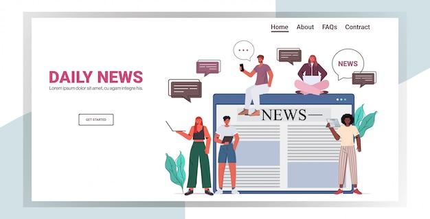 デジタルガジェットのニュースを読んでいるビジネスマンミックスレースの人々が毎日のニュースチャットバブルコミュニケーションコンセプト全長水平コピースペースイラストを議論します。