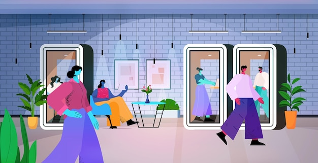 Бизнесмены, работающие в кабинах с защитным стеклом в современном темном ночном офисе по горизонтали