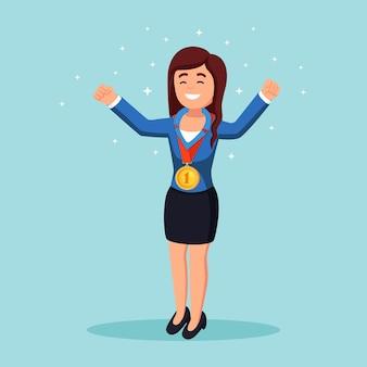 청중에 게 그녀의 손을 흔들며 황금 메달 사업가. 성공적인 행복 한 여자