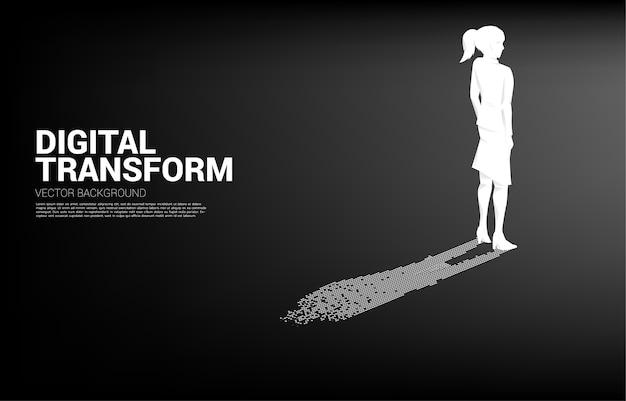 Деловая женщина с тенью от цифрового пикселя. бизнес-концепция цифровой трансформации и цифрового следа.