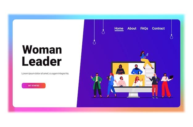 オンライン会議会議を持っているビジネスウーマンは、モニター画面の水平方向の肖像画のベクトル図で同僚とビデオ通話中に話し合う混血のビジネスウーマン