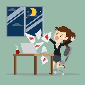 Businesswomen worked overtime at midnight.