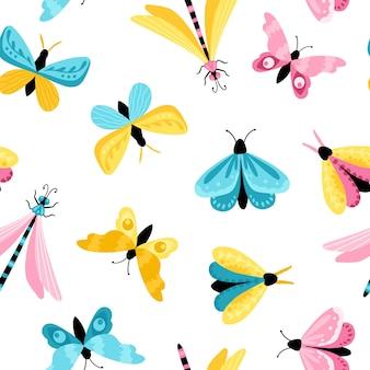 蝶のシームレスなパターン。シンプルな子供っぽい漫画のスタイルでカラフルな手描きの蝶とトンボ。