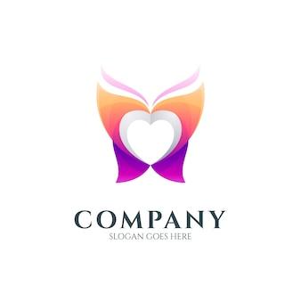 ハート型の蝶のロゴ