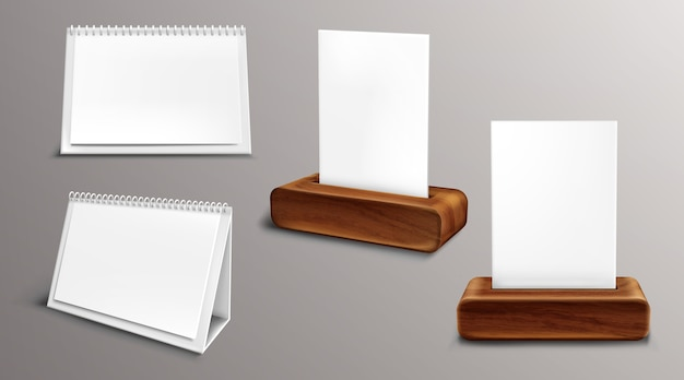 木製ベースのカレンダー、空白ページとバインダー付きのルーズリーフ年鑑。デスクトップの紙のカレンダーの正面図と側面図、分離された議題、テンプレート。リアルな3dイラスト、セット