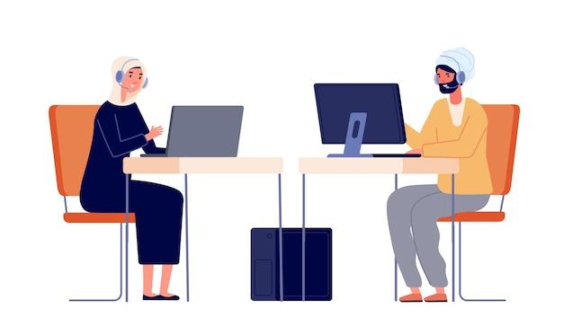 Операторы колл-центра. женщина мужчина обслуживание клиентов, офис-менеджеры. сотрудник за столом с наушниками, молодая работница