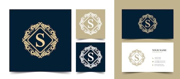 書道のフェミニンな花の美しさ手描きの紋章モノグラムアンティークビンテージスタイルの高級ロゴ