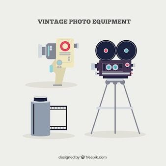 Macchina fotografica e rullo di pellicola