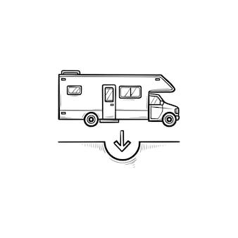캠핑카 손으로 그린 개요 낙서 아이콘입니다. 관광 및 레크리에이션, 휴가 밴 및 트레일러, 여행 개념. 인쇄, 웹, 모바일 및 흰색 배경에 인포 그래픽에 대한 벡터 스케치 그림.