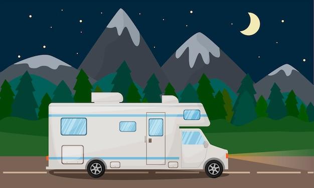 밤 아름다운 풍경과 도로에 캠핑카, 자동차 모바일 홈 교통