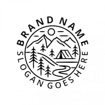 森でのキャンプのロゴのテンプレート