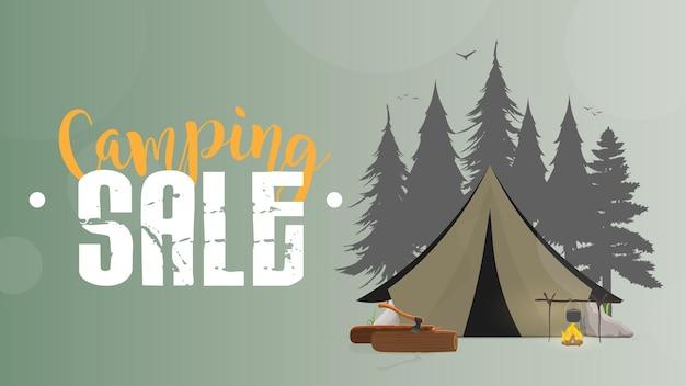 キャンプセール。緑のバナー。テント、シルエットの森、焚き火、丸太、斧、テント、川、木。図