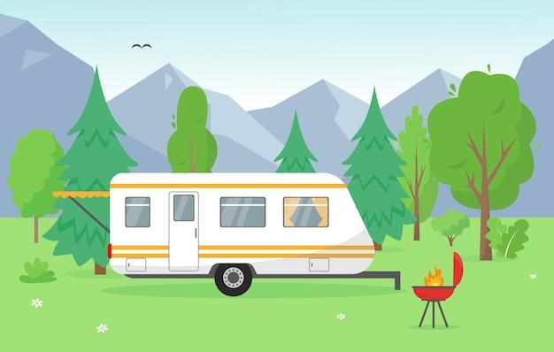 산 근처 캠핑 트레일러. 여행 모바일 홈 및 바베큐와 함께 여름 또는 봄 풍경. 배경 개념 그림입니다.