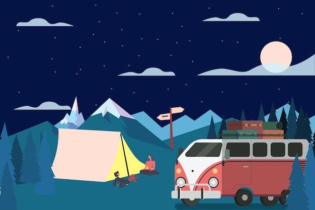 Campeggio con una roulotte di notte