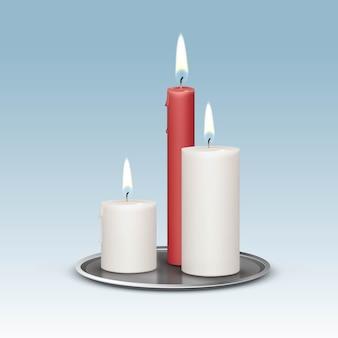 Свечи на металлических подсвечниках подносы.