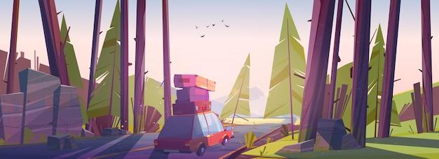 Автомобильное путешествие, путешествие на летних каникулах, путешествие на автомобиле с сумками на крыше