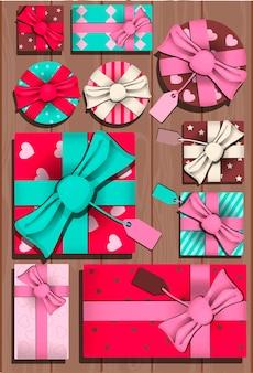 バレンタインデーのプレゼントとカードパーティーのフラットベクトル招待状
