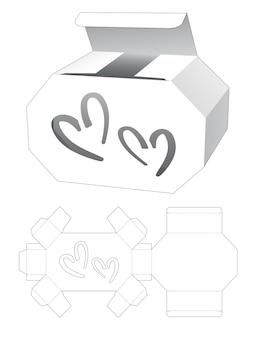 段ボールの六角形の箱と2つのハート型のウィンドウダイカットテンプレート