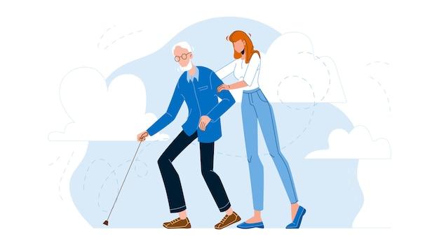 Медсестра, ухаживающая за пожилым мужчиной, идущего