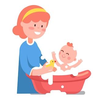 그녀의 아기 아이를 씻고 돌보는 웃는 어머니