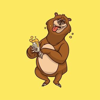 漫画の動物のデザインクマはビールを飲んでいるかわいいマスコットのロゴ