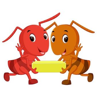 チーズスライスを保持する漫画のアリ