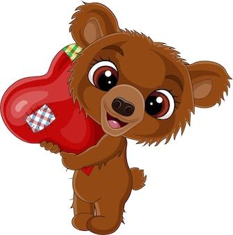 Мультяшный медвежонок держит красное сердце