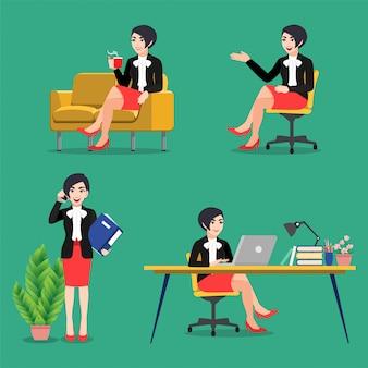 ビジネスの女性と漫画のキャラクターのポーズセット。働くビジネスマン、机に座って、緑の背景、フラットアイコンベクトルにラップトップを使用して