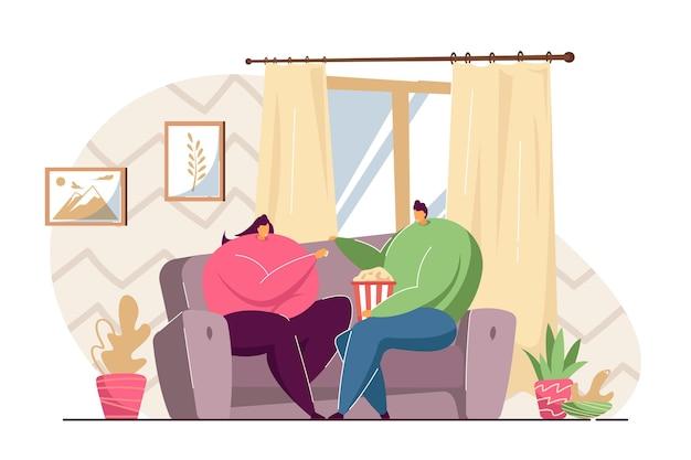 家でポップコーンを食べる漫画のカップル。フラットベクトルイラスト。居間の居心地の良いソファに座って、一緒に夜の時間を過ごす男女。家族、食べ物、バナーデザインの週末のコンセプト