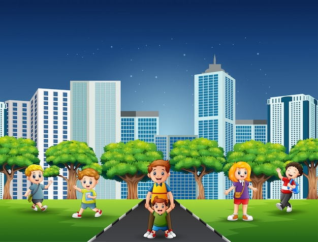 Мультипликационная семья и дети веселятся на дороге