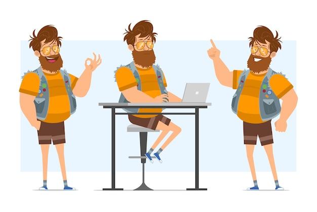 청바지 jerkin와 선글라스에 평면 수염 된 뚱뚱한 hipster 남자 캐릭터 만화. 애니메이션 준비. 노트북에서 작업 하 고주의 기호를 보여주는 소년. 파란색 배경에 고립.