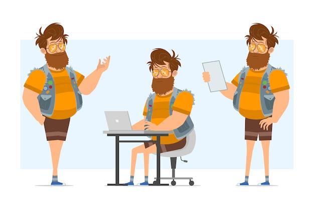 청바지 jerkin와 선글라스에 만화 평면 재미 수염 된 지방 hipster 남자 캐릭터. 애니메이션 준비. 노트북에서 작업 하 고 메모를 읽는 소년. 파란색 배경에 고립.