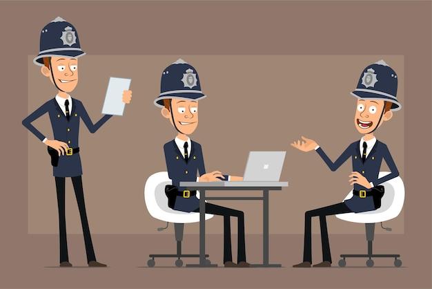 파란색 헬멧 모자와 유니폼에 만화 평면 재미 영국 경찰관 캐릭터. 노트를 읽고 노트북에서 일하는 소년.